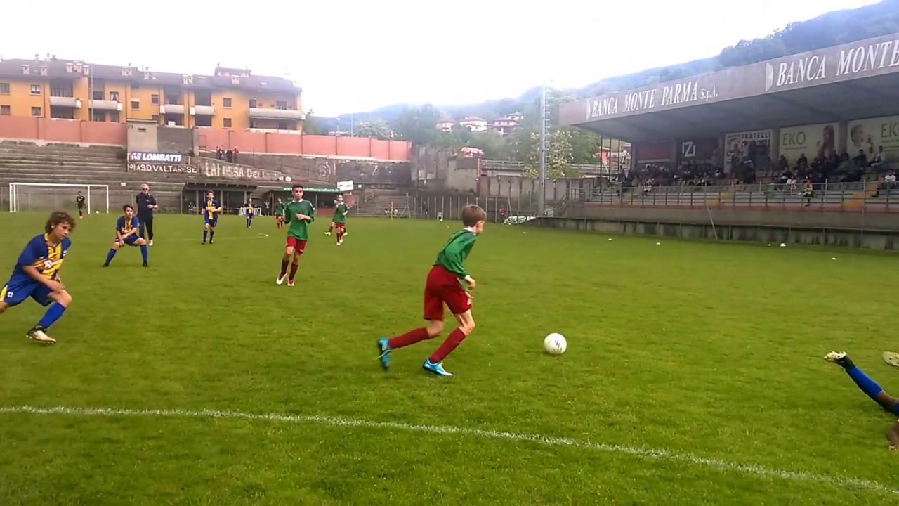 Un modulo per giocare a calcio a 9 ( 1- 3 – 1-2-1)